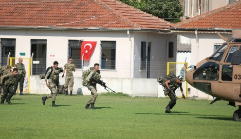 Turkish commandos take part in an operation to search for missing military personnel suspected of being involved in the coup attempt, in Marmaris, Turkey, July 22, 2016. REUTERS/Kenan Gurbuz - RTSJ80F