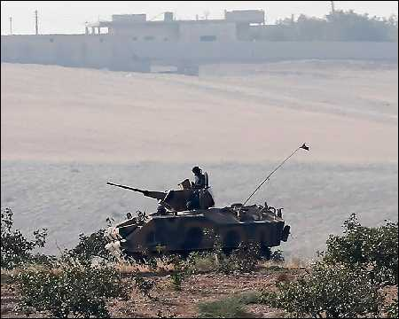Turkish-tanks-patrol-near-the-Turkish-Syria-border-Aug-2016-epa