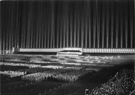 Bundesarchiv_Bild_183-1982-1130-502_Nürnberg_Reichsparteitag_Lichtdom.jpg
