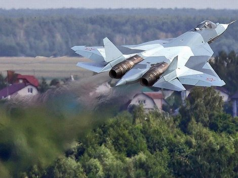 with-its-twin-engine-design-the-t-50-closely-resembles-the-20-year-old-f-22-raptor-prototype-1