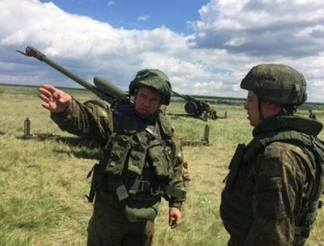 Colonel Medvedev and his acting chief of artillery